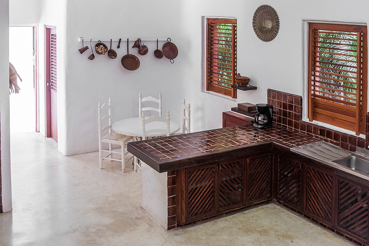 https://joinus.boutique-homes.com/storage/images/546a396ab7963-modern_vacation_rentals_ixtapa_mexico_014.jpg?s=1