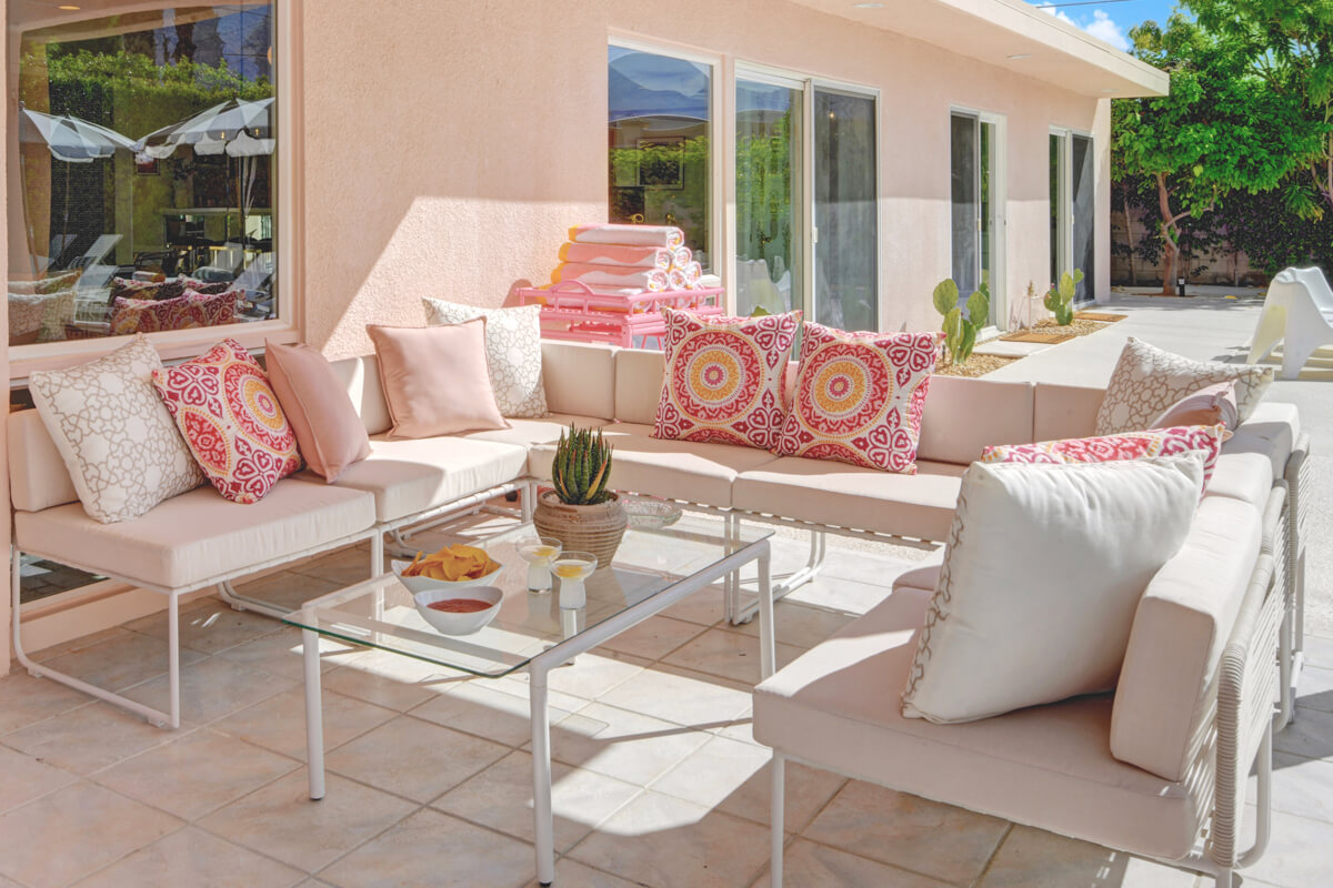 https://joinus.boutique-homes.com/storage/images/events/americas/united-states/events-at-mod-mirror-villa/modern_vacation_rental_palm_springs_034-1.jpg?s=1