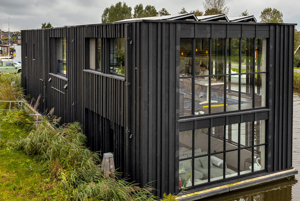 Watervilla BLACK SWAN - Oostknollendam, Noord-Holland, Netherlands | modern vacation rentals